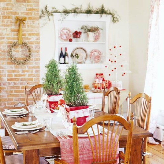 Flower Arrangements Ideas for Christmas on Dining Table