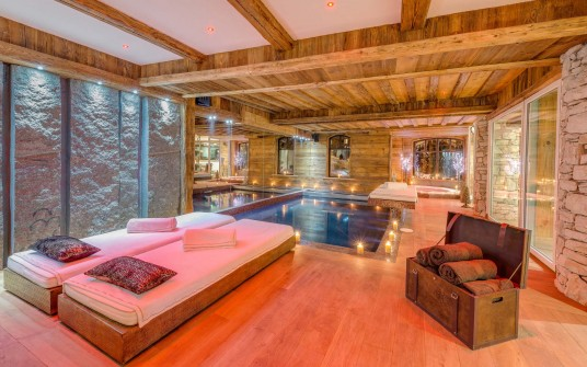 Modern Ski Chalet Badroom with Swimming Pool