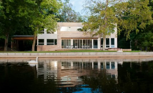 Modern House Design Lake Side