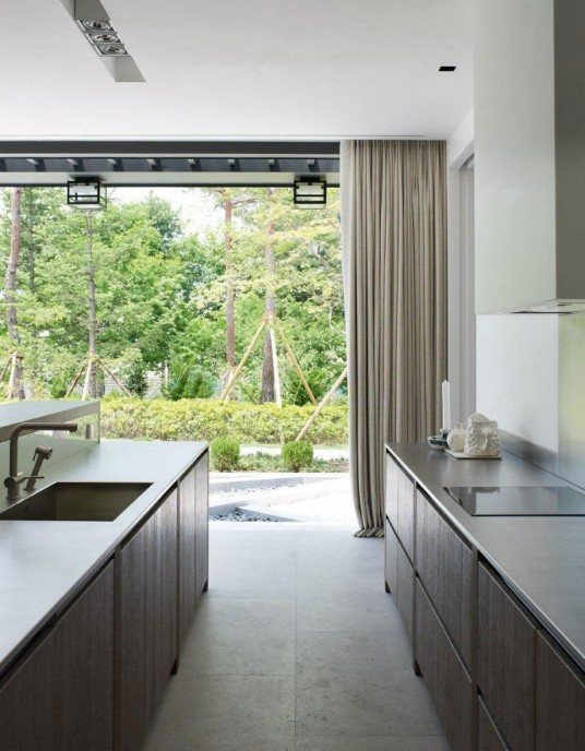 Modern Small Kitchen Design in Asian Private House