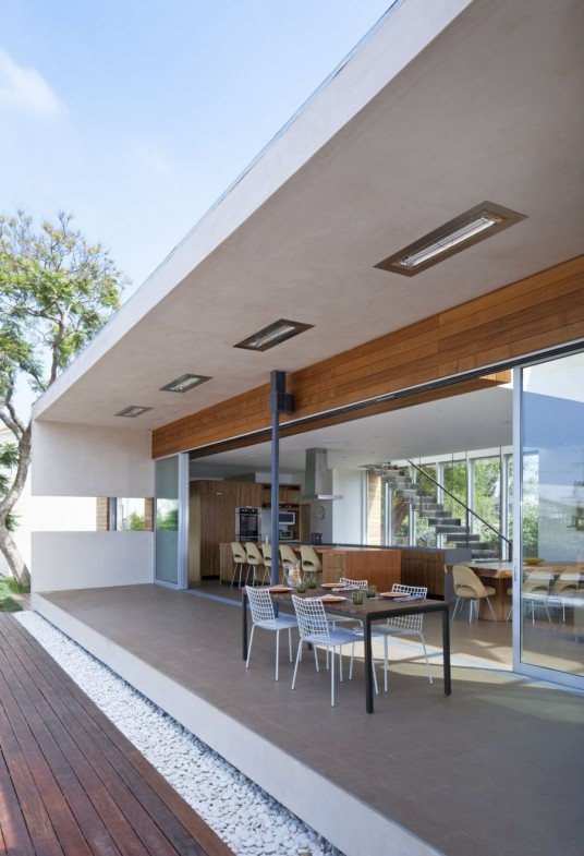Excellent Open Floor Design Concept Connecting Indoor to Outdoor Living and Entertaining with Sliding Glass Doors