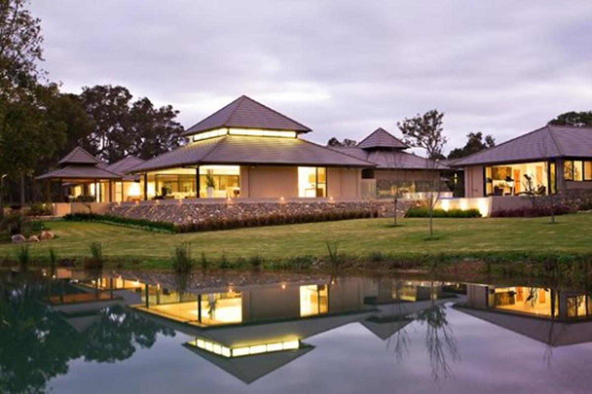 Luxury House Design With Resort Style