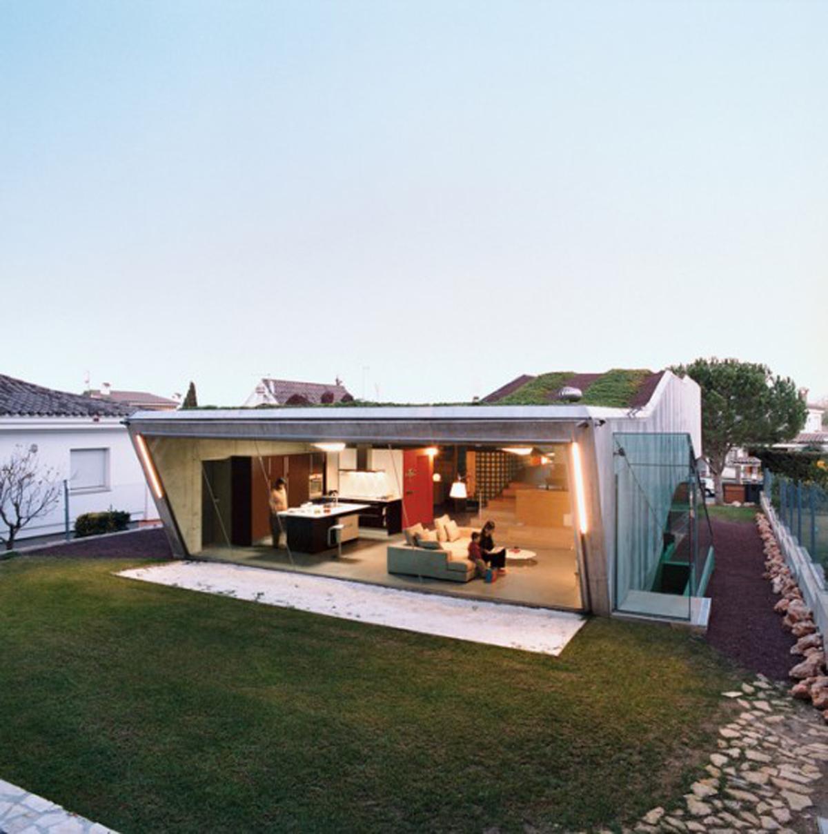 Rooftop Garden In Glass House Design Viahouse Com