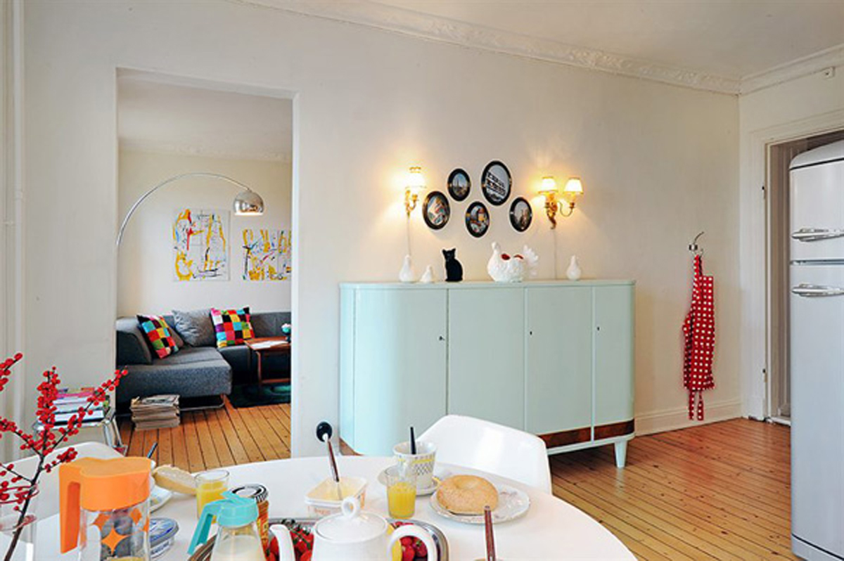 Three rooms apartment diverse with homey interior living room