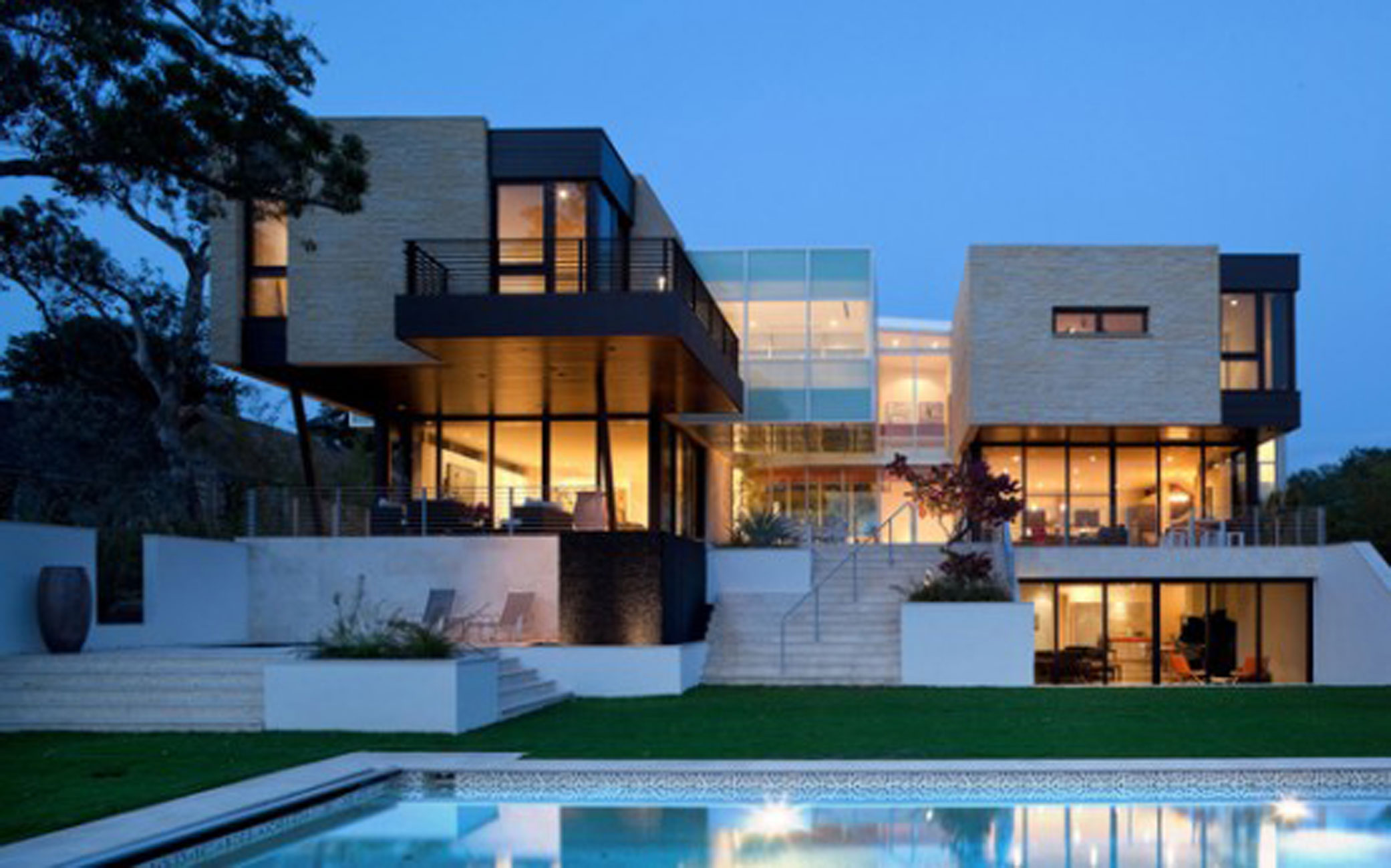 Complexity geometry architecture in a huge modern house