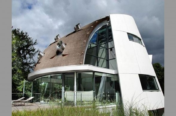 Dutch Modern Residence With Futuristic Design From Factor Architecture