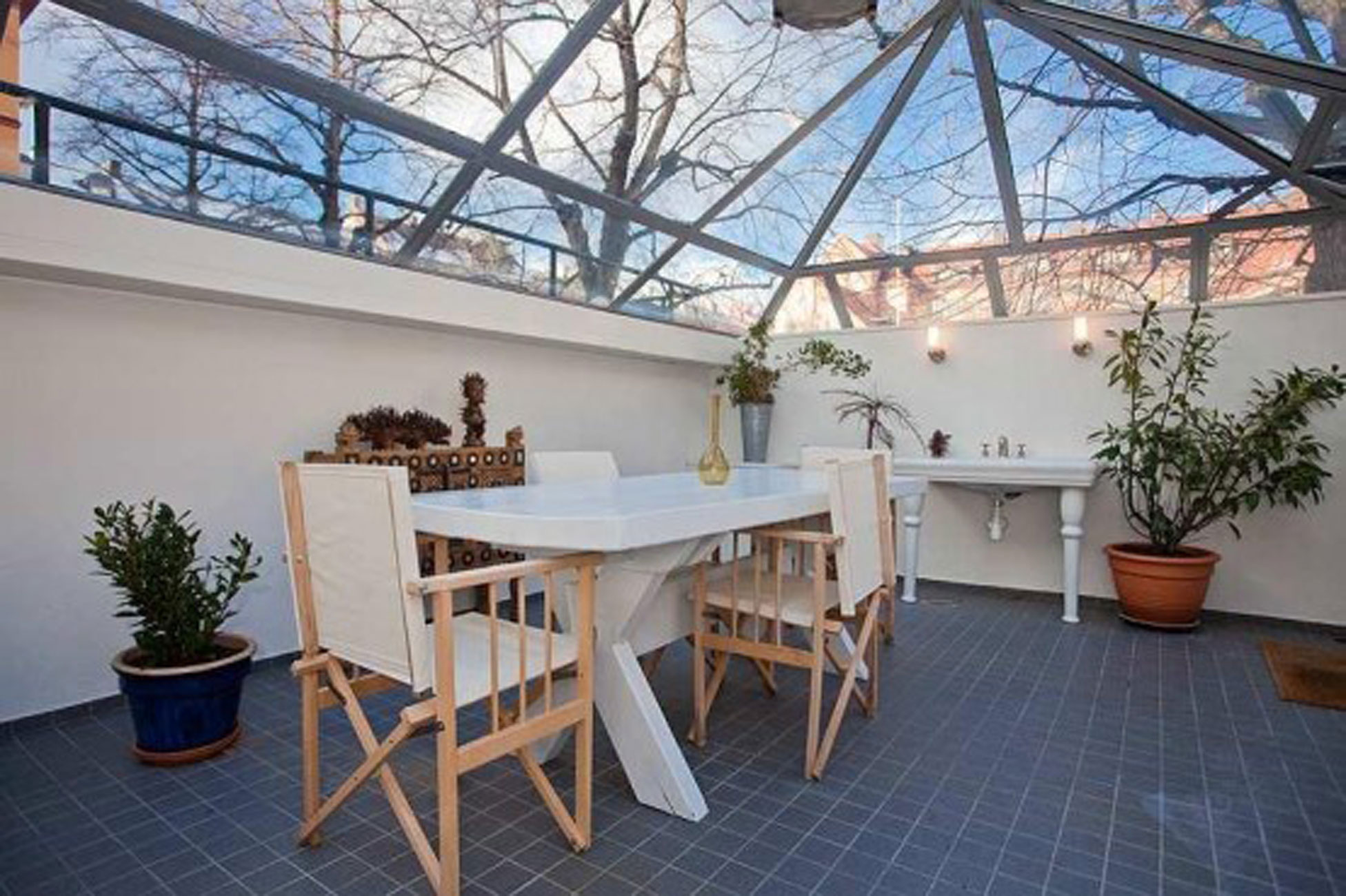 Luxury Studio Apartment Ideas From A Renovated Cinema Roof