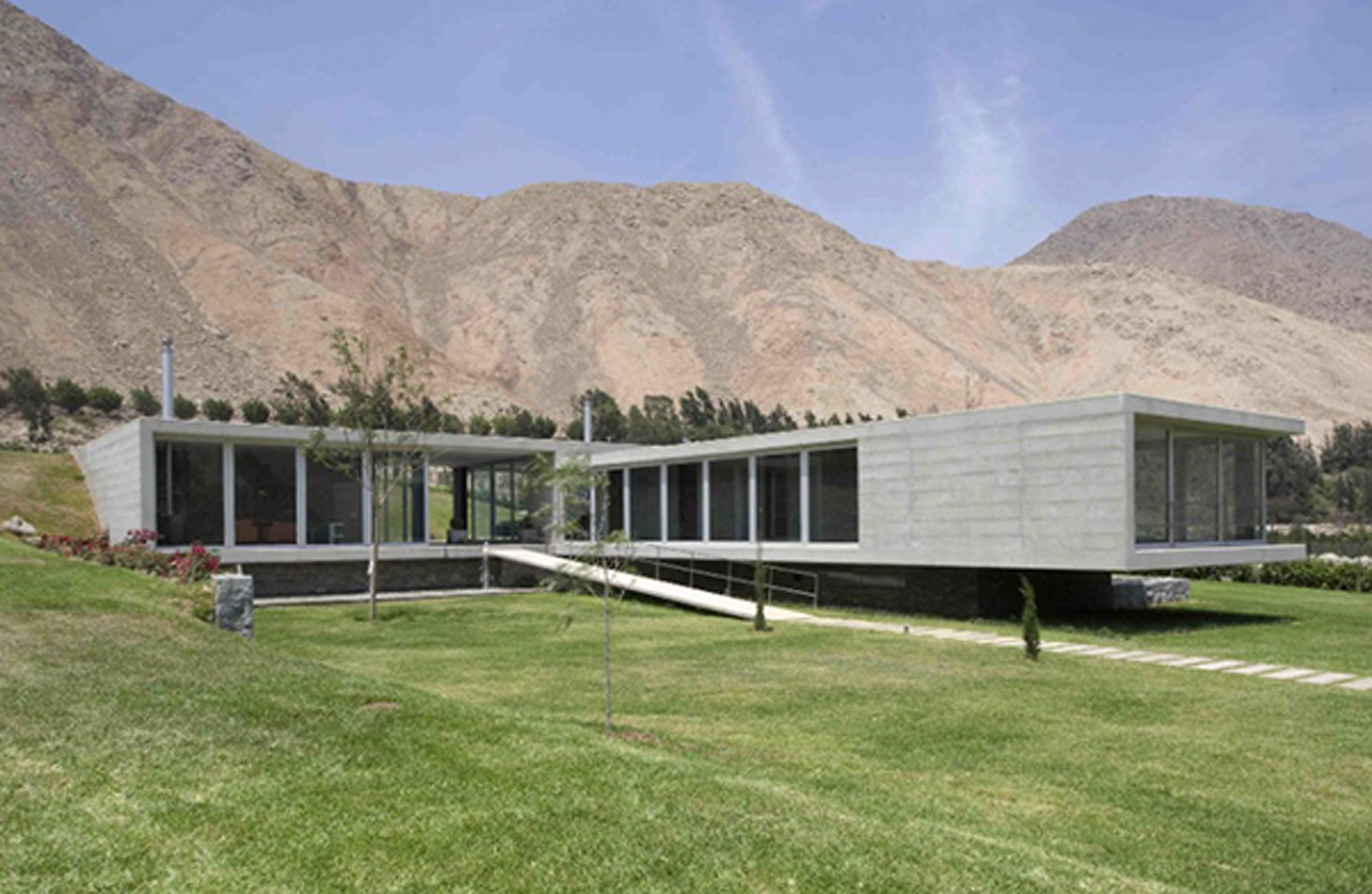 large concrete house design with glass fa ade and breathtaking views in andes panoramic views. Black Bedroom Furniture Sets. Home Design Ideas