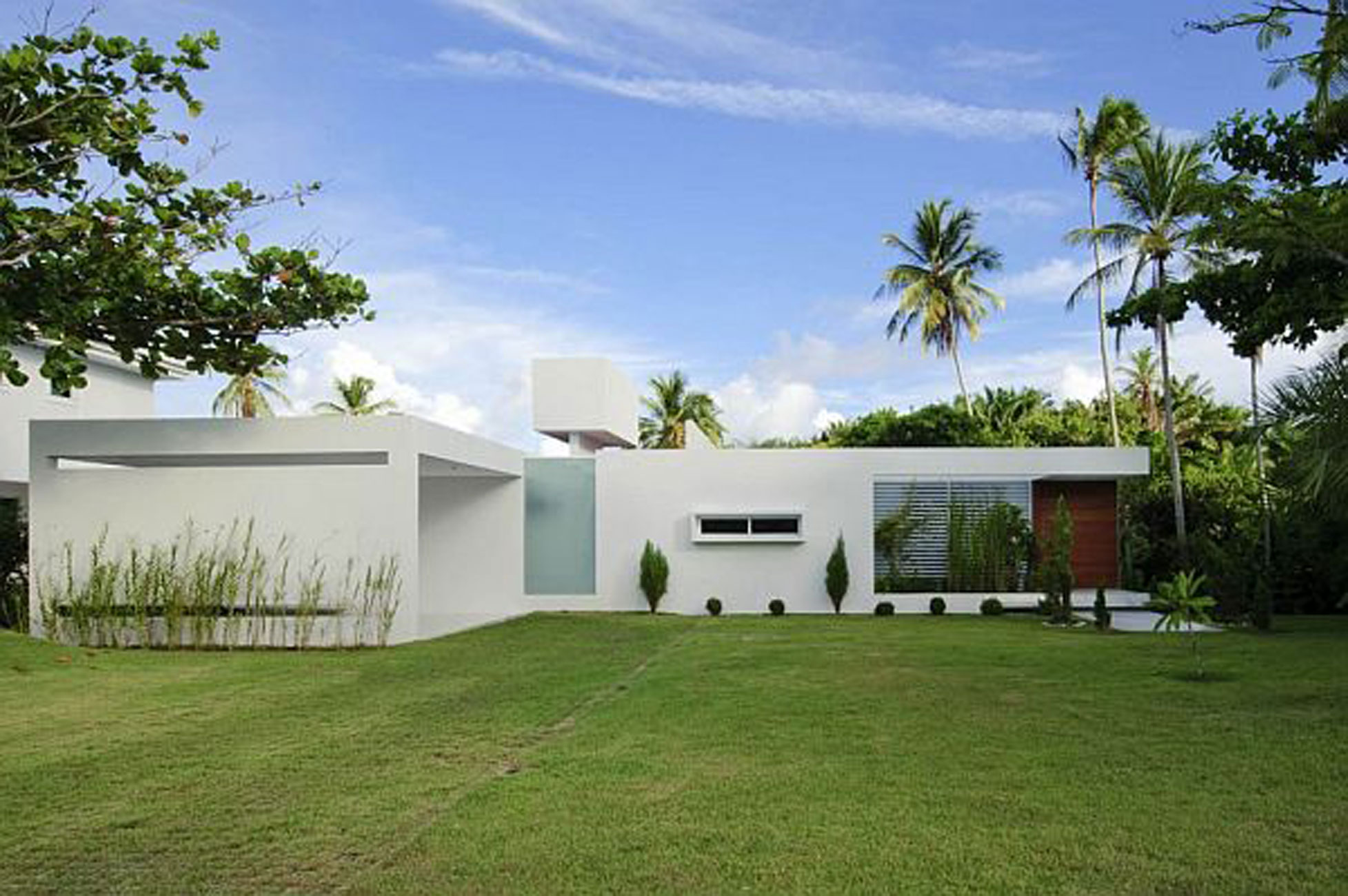 white contemporary house in brazil with swimming pool garden rh viahouse com