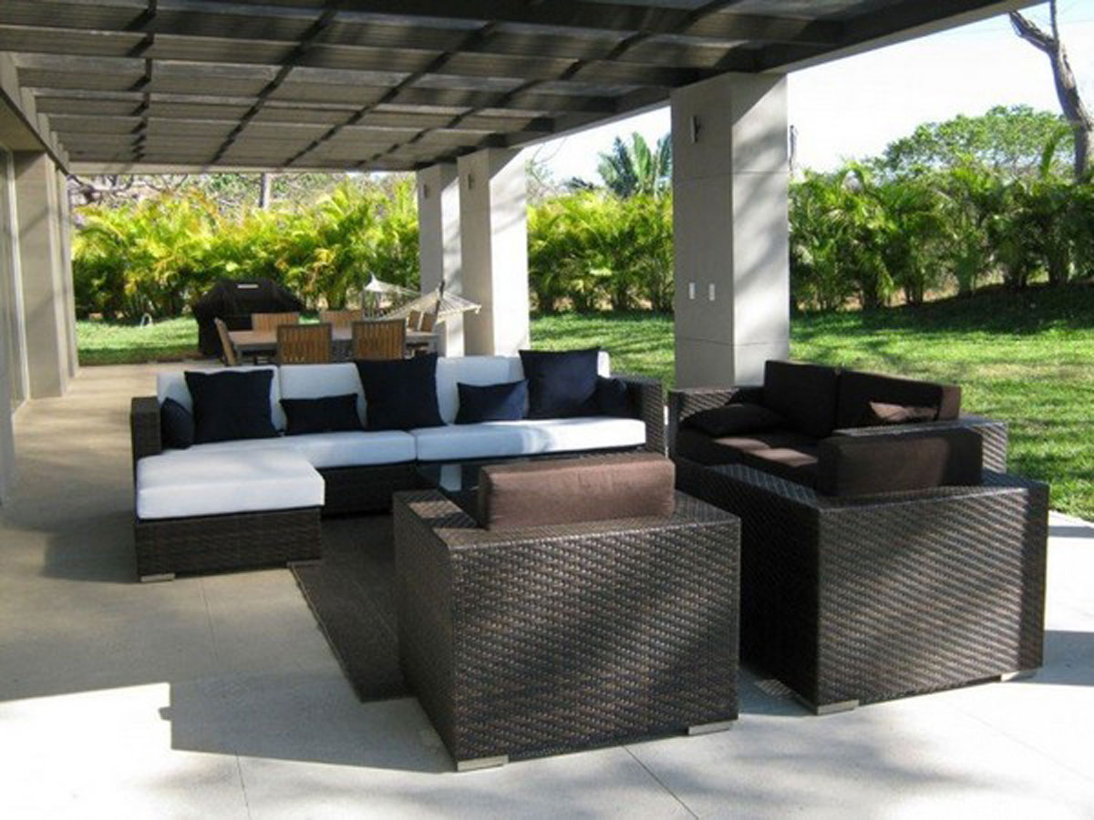 Simple Enjoyable Outdoor Living Room