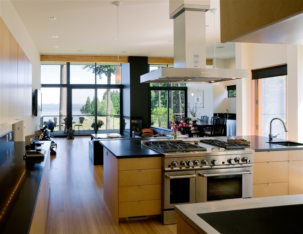 Contemporary Wooden Interior Beach Home Kitchen Design