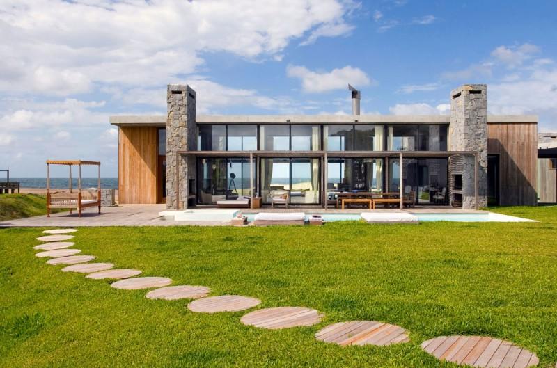 . tropical modern beach house design exterior