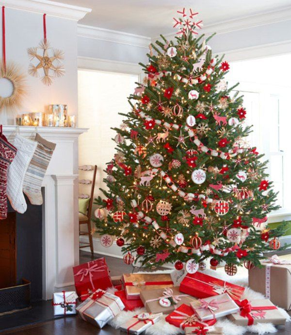 Traditional Christmas Tree In Home - Traditional Christmas Tree In Home